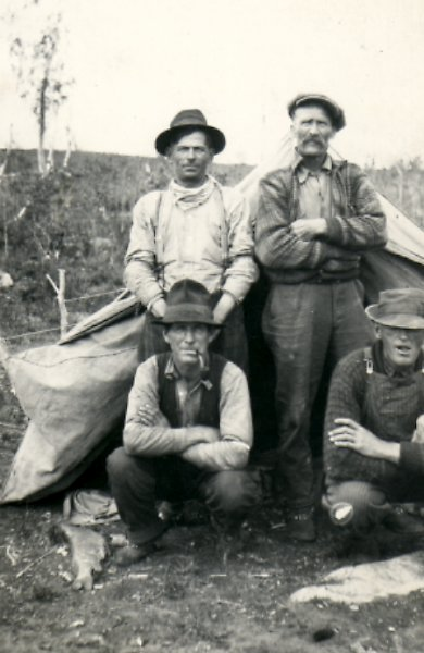 unidentified white trappers, <br >person in front right may be Dutchy Hanson