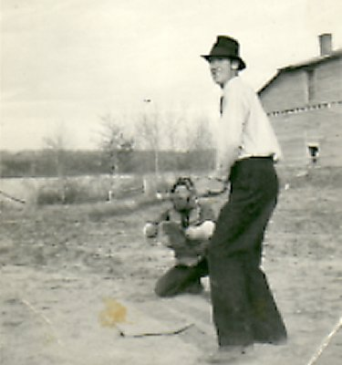 Harold Dahlby at bat, Lageuffe's field